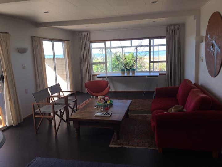 Te Awanga Beachfront Getaway