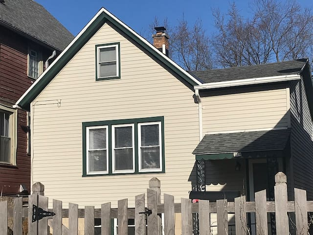 Charming, relaxing respite close to downtown