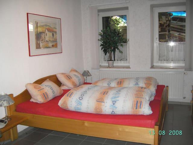 Gemütliche Ferienwohnung am Schlossgarten - EG - Teuschnitz - Appartement
