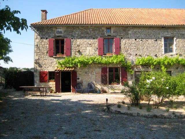 Charming 250yr old farmhouse. - Sauzé-Vaussais - Huis