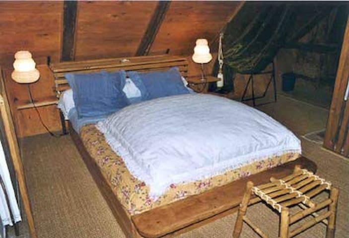 Chambre d'hôtes : suite Nordique - aurelle verlac - Bed & Breakfast