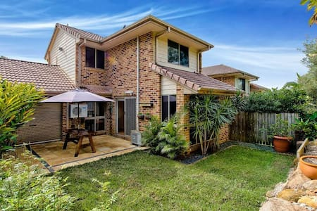Large Room in modern Townhouse - Tarragindi