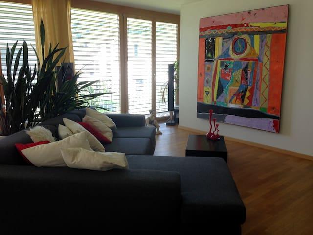 Zimmer in moderner Designerwohnung - Berneck - Departamento