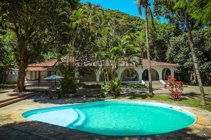 Casa incrível com Piscina a 2 quadras da praia