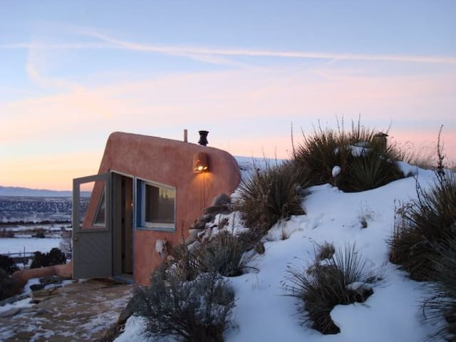 Artsy Earthship- Taos Mountain View