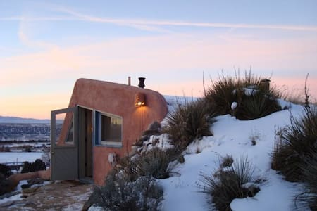 Artsy Earthship- Taos Mountain View - 陶斯 - 生態土屋