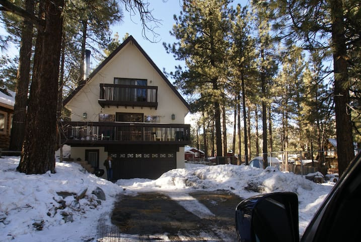 All Pine Inn- Large 4bd/2ba - steps to the village