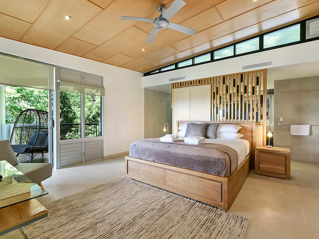 Peppers Grand Villa Noosa Heads LuxuryPool&Views