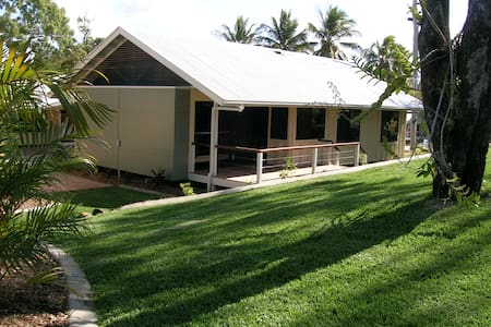 Mango Beach House, Eimeo