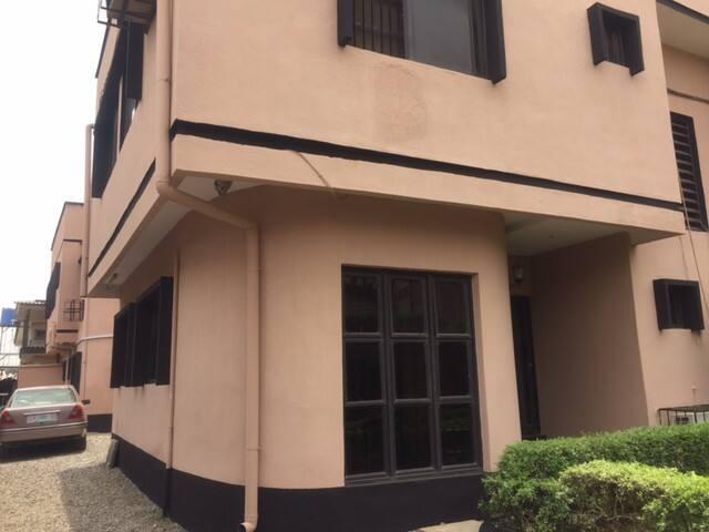 28 Jaiyeola Ajatta St Ajao Estate, - Oshodi-Isolo - Dům