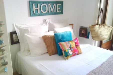 En pleno centro de Sitges. Private room in center - Sitges - Bed & Breakfast