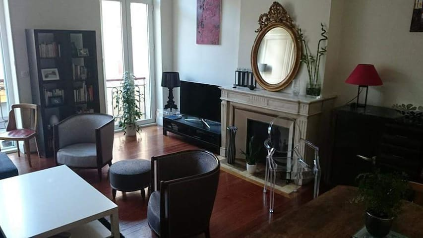 T2 charme quartier chartrons appartements louer for Appartement bordeaux chartrons t2