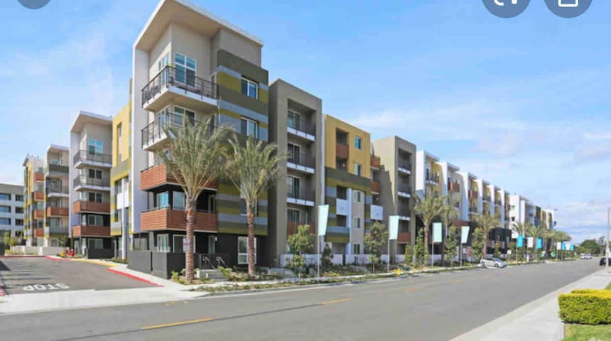 Gorgeous location modern apartment heart of Irvine