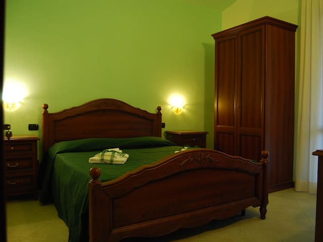 B&B Pinus Rooms - Apt Verde - San Vitale II - Bed & Breakfast