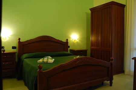 B&B Pinus Rooms - Apt Verde - San Vitale II