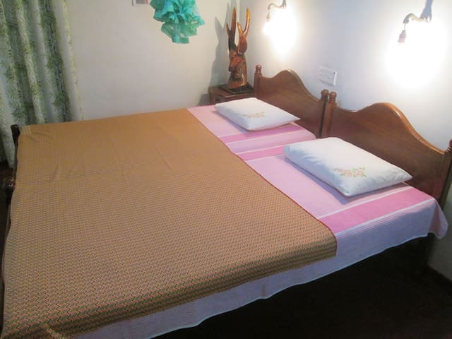 Green Cottage home stay double room - Kandy