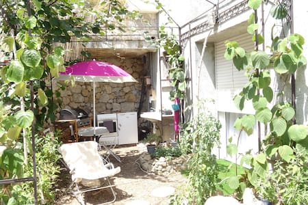 Studio avec jardin, parking gratuit