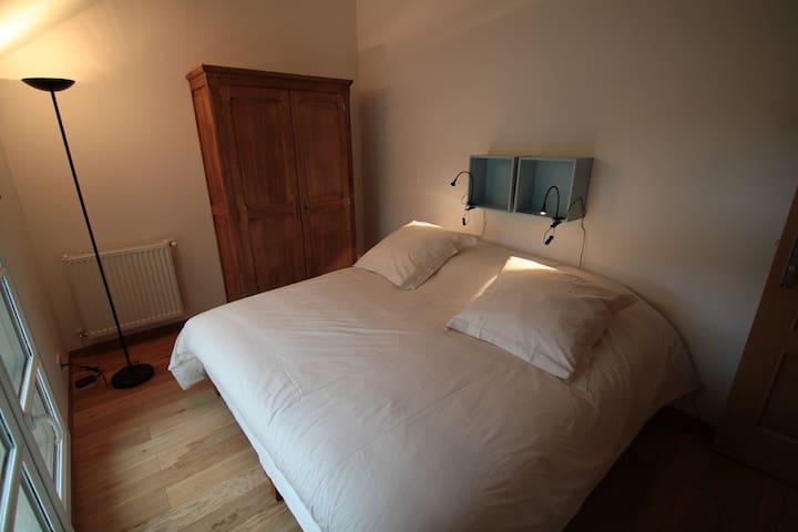 chambre avec deux lits simples (modulables en un lit double 180 cm)