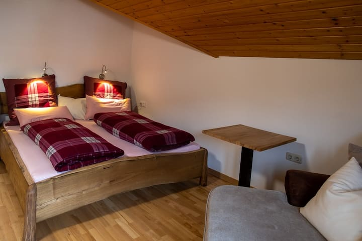 Appartement 2: Wohn-/Schlafzimmer