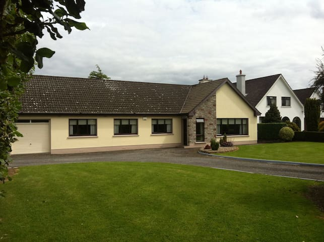 Private Room Available for Weekend - Tullamore - Ház