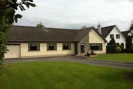 Private Room Available for Weekend - Tullamore - Hus