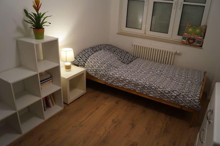 Ruhiges & Zentrales Zimmer mit Terrasse - Gernsbach - Apartamento