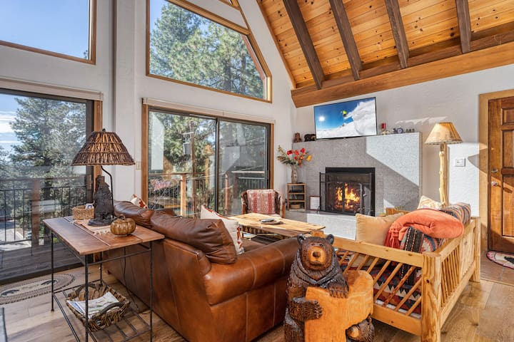 New Listing! Luxe Cabin w/ Private Master Suite