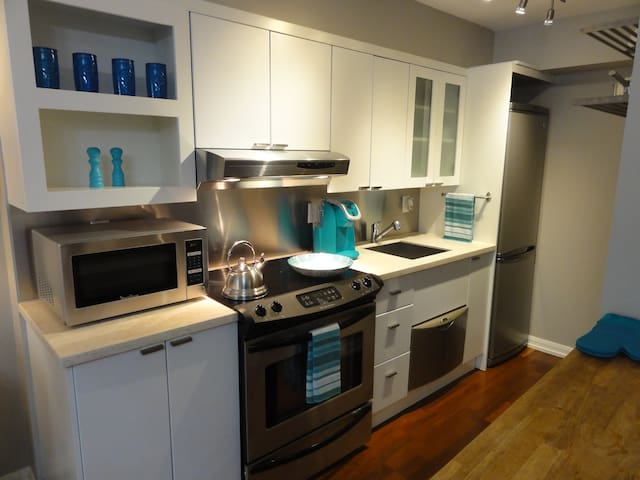 Bright spacious kitchen to cook great meals
