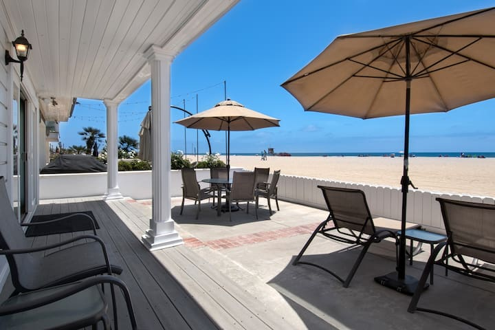 Beautiful lower oceanfront unit with great patio!