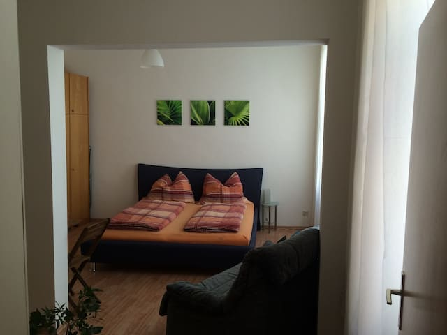 Cosy and quiet apartment , 1 minute to subway U6 - Wien - Apartment