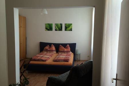 Cosy and quiet apartment , 1 minute to subway U6 - Wien - Huoneisto
