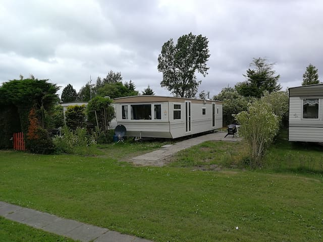Ruim en luxe Chalet (100) vlakbij Middelharnis.