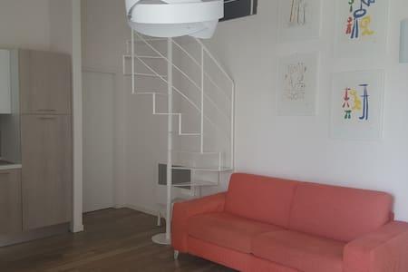 Confortevole appartamento in Brescia2 con terrazza - ブレーシャ - アパート