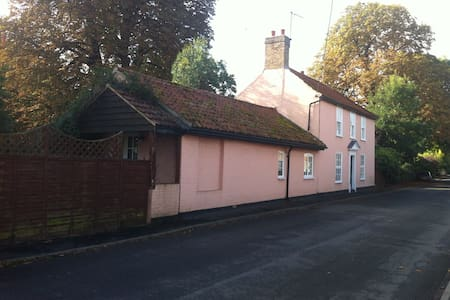 Beautiful Georgian House - Chippenham Newmarket - Chippenham - Huis