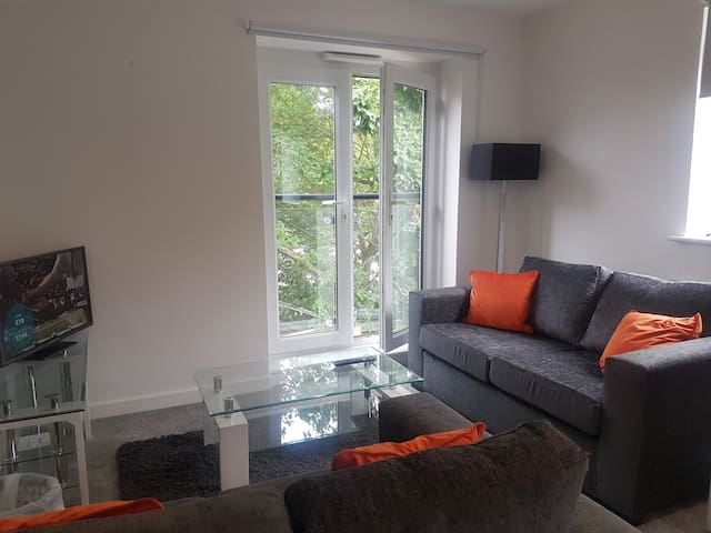 2-Bedroom Apartment Perfect for London + Stansted