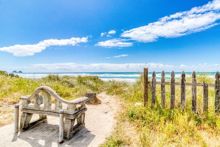 Dog-friendly oceanside escape with easy beach access and peaceful surroundings