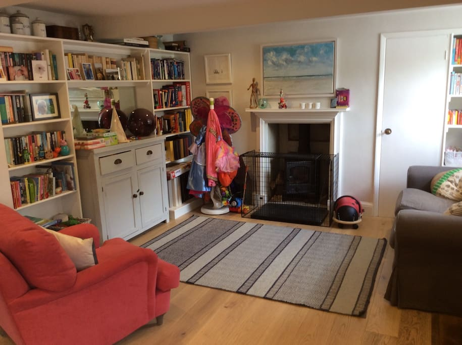 Cosy sitting area next to kitchen/dining area