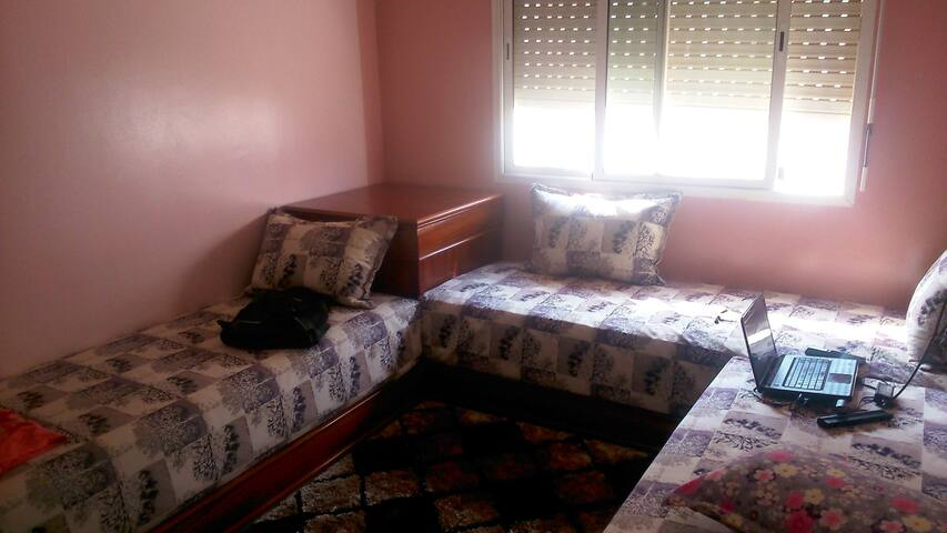 Chambre trois lits pour bien se reposer - SALA AL JADIDA - Departamento