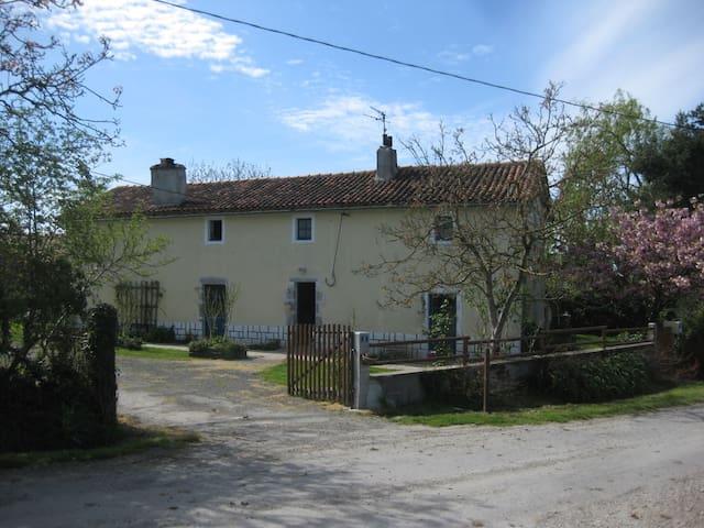 Chambres d'hôtes en Gâtine - Vernoux-en-Gâtine - Bed & Breakfast