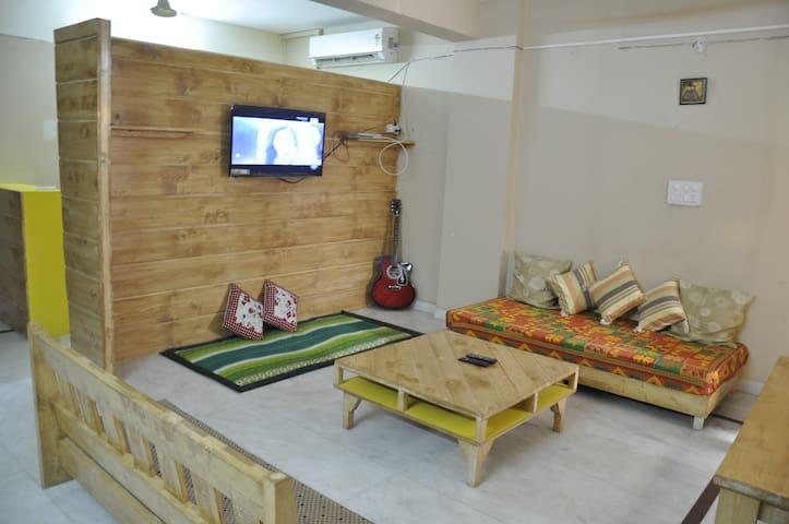 Non Ac 4 Bed Mixed Dorm@ Friends Hostel, Saket.