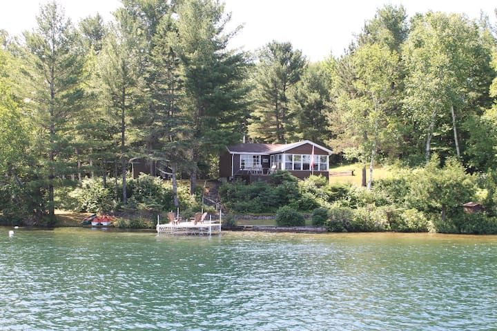 Immaculate Cottage on Pristine Lake - Danford Lake - Casa de campo