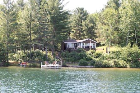 Immaculate Cottage on Pristine Lake - Danford Lake - 小屋