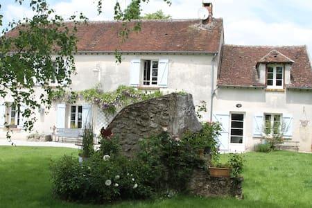 belle chambre parentale située à  20 mn  disney - Guérard - Talo