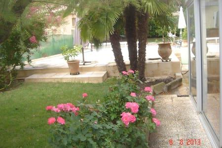 Chambre d'amis avec piscine et Wifi - Buis-les-Baronnies - House