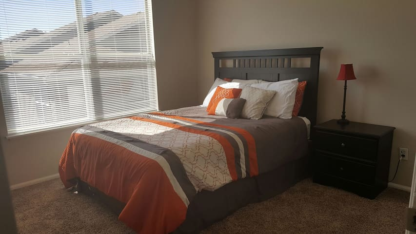 Comfortable Quiet Perfect Location - Colorado Springs - Apartament