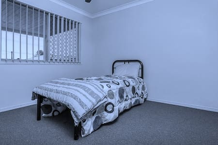 COMFORTABLE HOME TO STAY IN - Morayfield