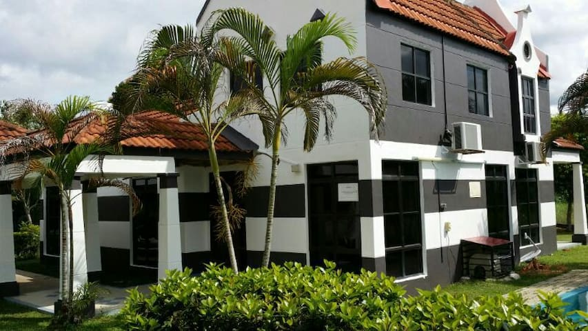 A Famosa Alor Gajah, Melaka + private pool villa - Alor Gajah - Casa