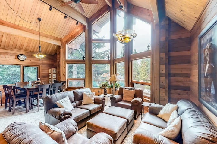 Stunning mountain retreat near skiing & lake w/ free WiFi, spacious deck, & more