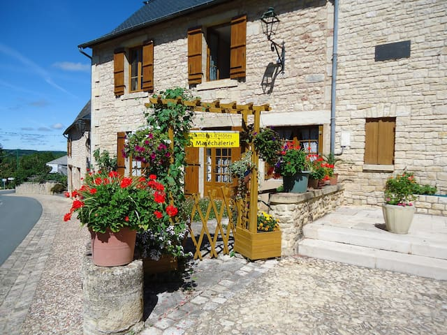 "La Maréchalerie ""La Noix"" - NAILHAC - Bed & Breakfast"