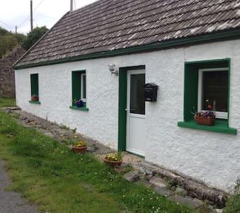 Room  in a quaint rustic cottage - Knocknahur